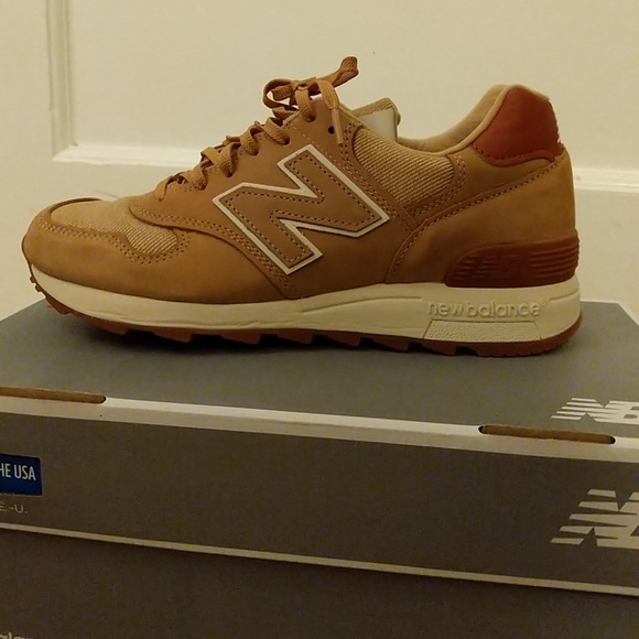 on sale e1741 01172 New Balance 1400 sneakers NWT